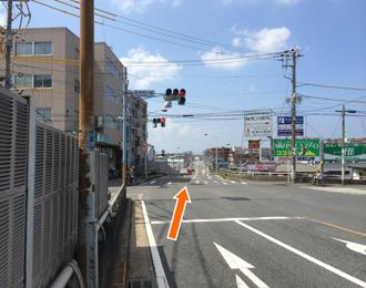 検見川町、検見川浜方面に直進します。